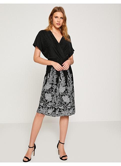 Koton V Yaka İşlemeli Elbise Siyah